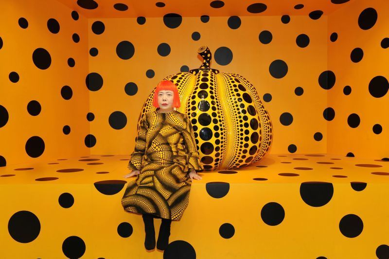 "Yayoi Kusama, ""Kusama with Pumpkin"" (2010). Louisiana Museum of Modern Art. Courtesy Ota Fine Arts, Tokyo/ Singapore; Victoria Miro Gallery, London; David Zwirner, New York; og KUSAMA Enterprise © Yayoi Kusama"