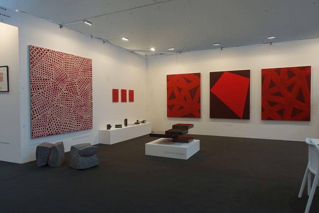 Bondage-quaders of Stephan Marienfeld (left), a painting of Joaquim Chancho, paper works and paintings of Ivo Ringe and steel-sculptures of Stephan Siebers