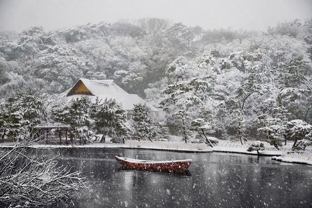 Steve McCurry, 'Boat Covered in Snow in Sankei-en Gardens, Yokohama, Japan', 2014, Cavalier Ebanks Galleries