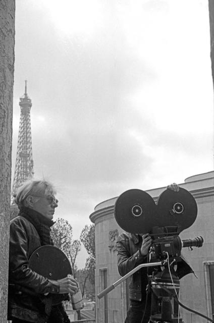 , 'Andy Warhol lors du tournage de L'Amour, sur le parvis du Musée d'Art moderne lors de son exposition à l'ARC, Paris,' 1970, Musée d'Art Moderne de la Ville de Paris