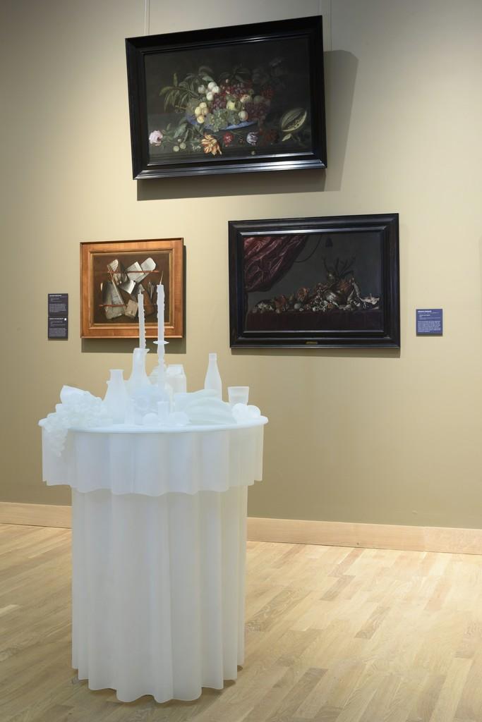 Hans Op de Beeck, The Frozen Vanitas, 2015. Glass. Courtesy: Fondazione Berengo. Photo Credit: Peter Cox.