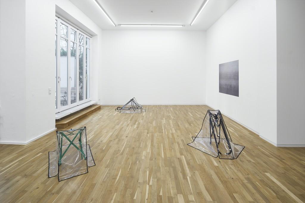Exhibition view, Arbeiten Gehen: Eine Ausstellung der Galerie BRD, Jahn und Jahn, 2017