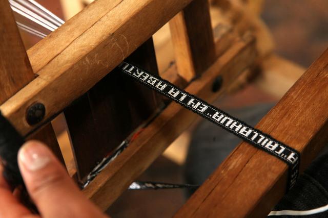, 'Instrucciones para el telar de cintura,' 2011, Instituto de Visión
