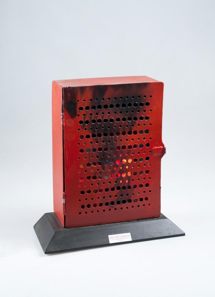 La Cage rouge de fumée