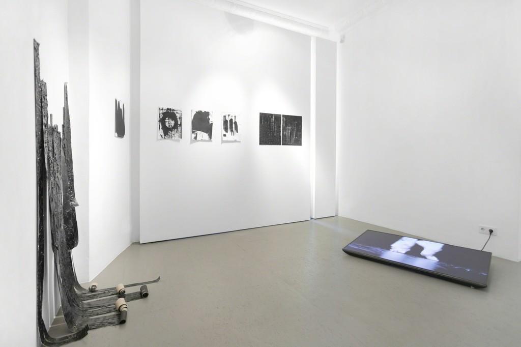 installation view IM-PERFECTION / galerie burster