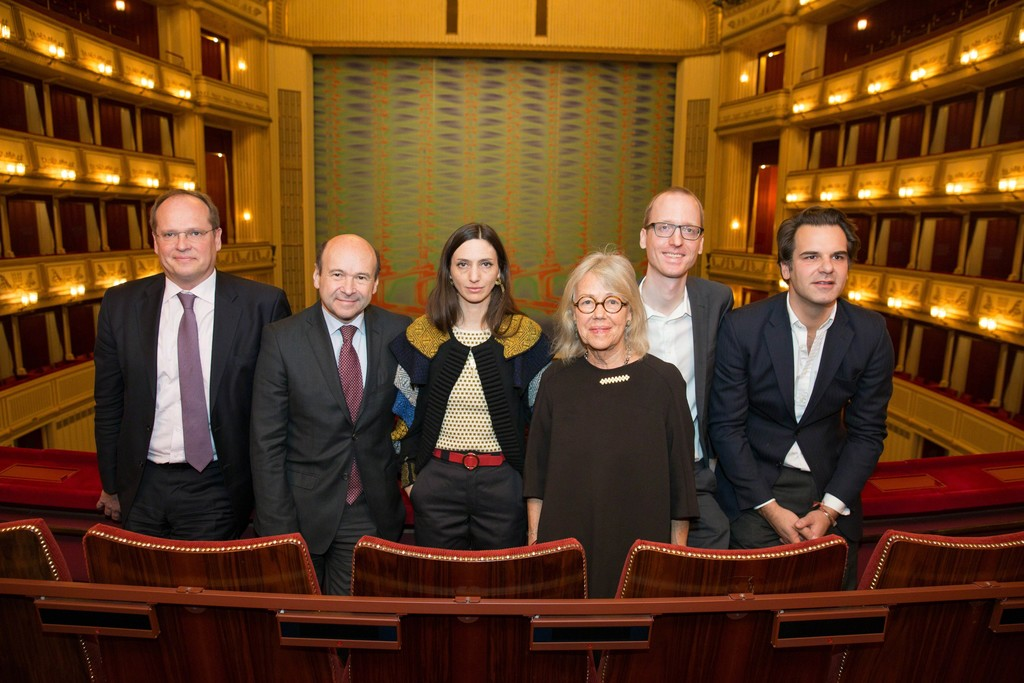 "Christian Kircher, Dominique Meyer, Tauba Auerbach, Kathrin Messner, Kaspar Mühlemann Hartl and Moritz Stipsicz in front of the ""Safety Curtain"" at the Vienna State Opera, Copyright: museum in progress (www.mip.at), Photo: Andreas Scheiblecker"