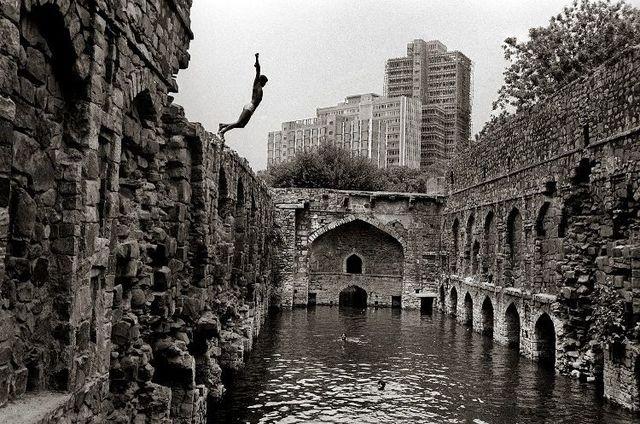 Raghu Rai, 'Diving into Ugrasen Baoili, Delhi', 1971, Photography, Digital scan of photographic negative on archival paper, Aicon Gallery