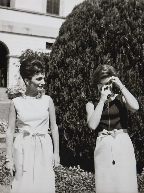 Benno Graziani, 'With her sister Lee Radziwill, Jackie Kennedy gets a photography lesson during her State visit to India.', 1962, Photography, Archival pigment ink on baryta paper., Galerie XII