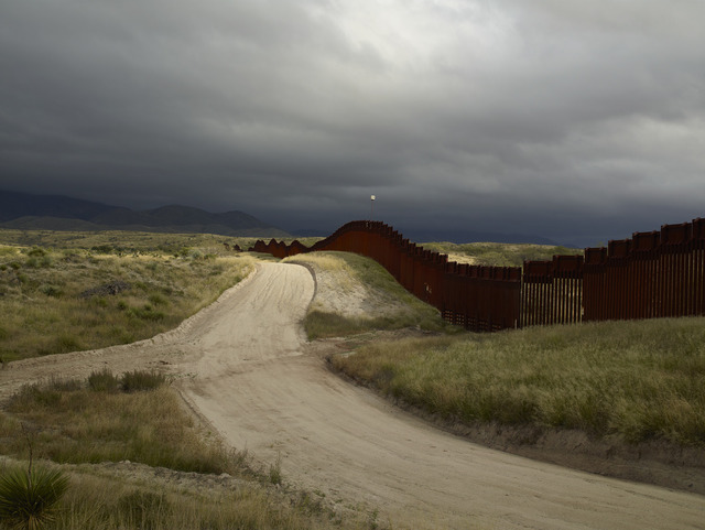 , 'Wall, east of Nogales, Arizona / El muro, al este de Nogales, Arizona,' 2015, Pace Gallery