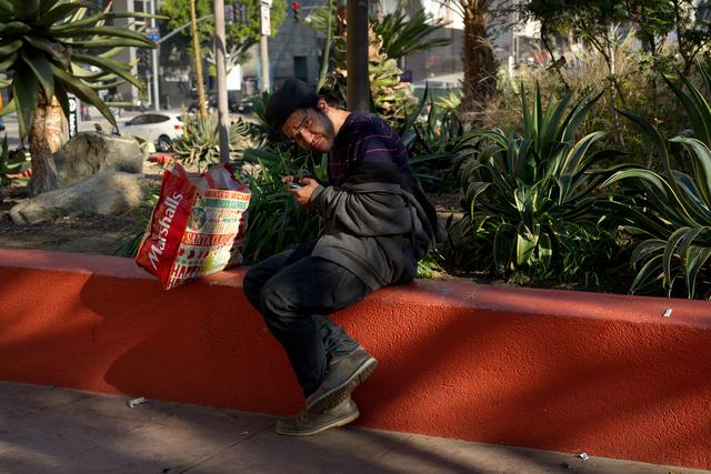 , 'Téléphones intelligents No.22. Los Angeles (série Anton Bequii ou La dimension éthérique du réseau),' 2016, Galerie Hugues Charbonneau