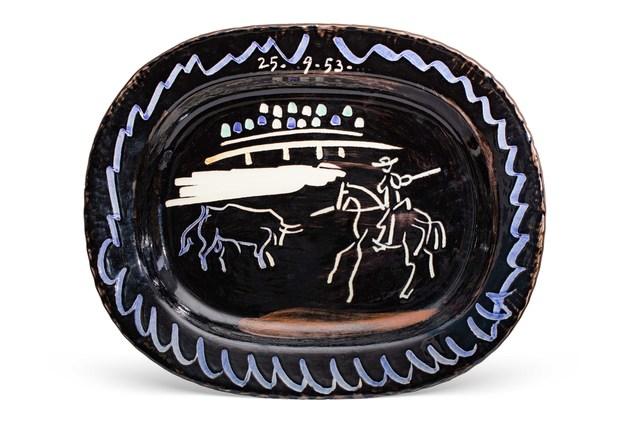 Pablo Picasso, 'Corrida sur fond noir (A.R.198)', Design/Decorative Art, Painted and glazed ceramic plate, Leclere