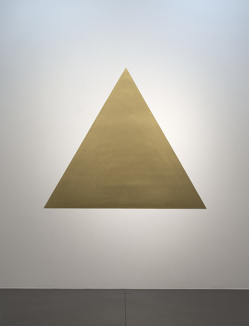 Olivier Mosset, 'Golden Triangle', 2007, Painting, Lacquer and powdered gold on wall, Galerie Nikolaus Ruzicska