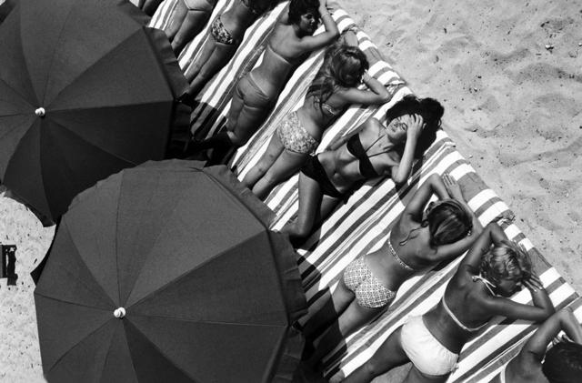 Elliott Erwitt, 'St.Tropez, France, 1959', 1959, Holden Luntz Gallery