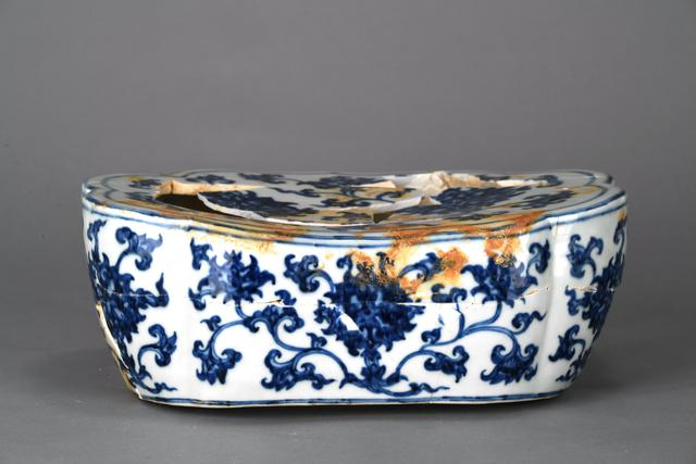 , 'Pillow with lotus sprays in blue and white,' Zhengtong to Tianshun, Ming Dynasty(1436, 1464), Art Museum of the Chinese University of Hong Kong