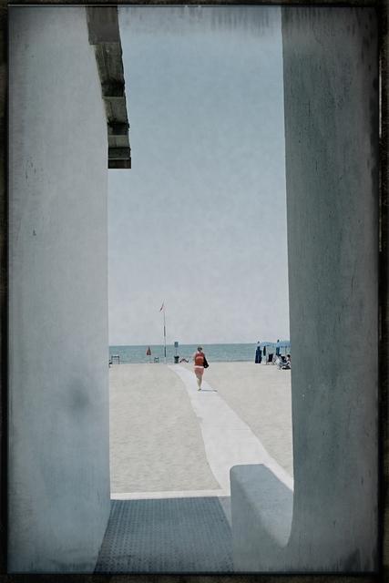 , 'Spiaggia con passante (Fregene) ,' 2005, Galleria Valeria Bella
