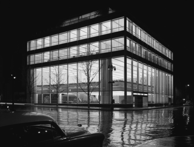 Ezra Stoller, 'Manufacturer's Trust Company, Fifth Avenue, Skidmore, Owings & Merrill, New York, NY,' 1954, Yossi Milo Gallery
