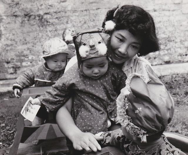 , 'Chine, les chapeaux au jardin d'enfants 2,' 1957, Galerie Nathalie Obadia