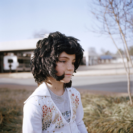 , 'Little girl, Elvis Presley Boulevard, Memphis Tennessee,' 2014, Galleri Tom Christoffersen