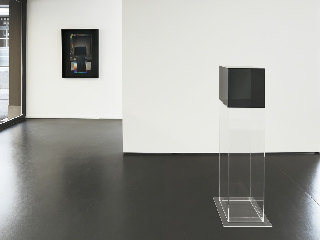 Installation View 1: Larry Bell, 12 in. Cube #4, 2008; Mirage Work AAAAA113, 2007 (Photocredit Serge Hasenböhler, Basel)