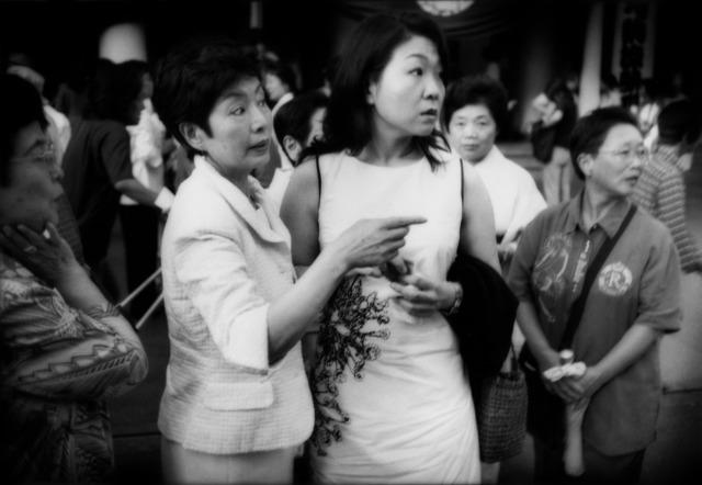 , 'Spotting a celebrity outside Kabuki-za Theatre, Ginza,Tokyo, Japan,' 2004, Sous Les Etoiles Gallery