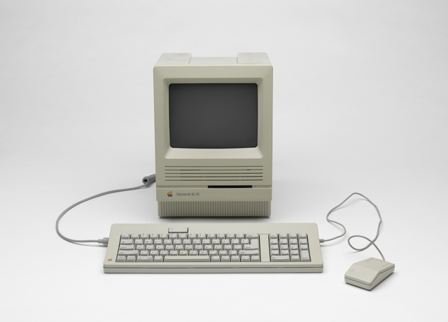 , 'Macintosh SE/30 desktop computer with keyboard and mouse,' 1989, San Francisco Museum of Modern Art (SFMOMA)