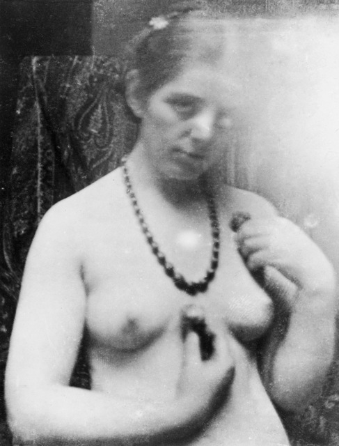 , 'Paula Modersohn-Becker. Photo study for Nude with Amber Necklace, Paris,' 1906, Louisiana Museum of Modern Art