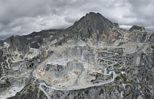 Edward Burtynsky | Carrara Marble Quarries, Carbonera
