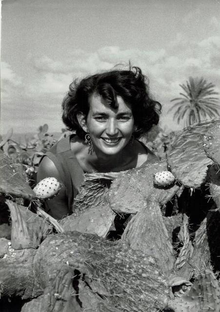 , 'vintage print/Woman with cactus, Israël,,' 1951-1954, °CLAIR Galerie