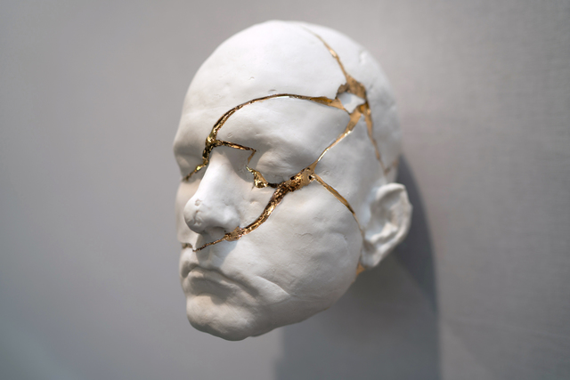 Samuel Yal, 'Réparation', 2017, Sculpture, Porcelain and gold, Galerie Ariane C-Y