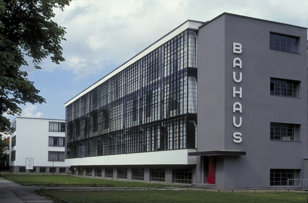 What steve jobs learned from the bauhaus for Architecture bauhaus