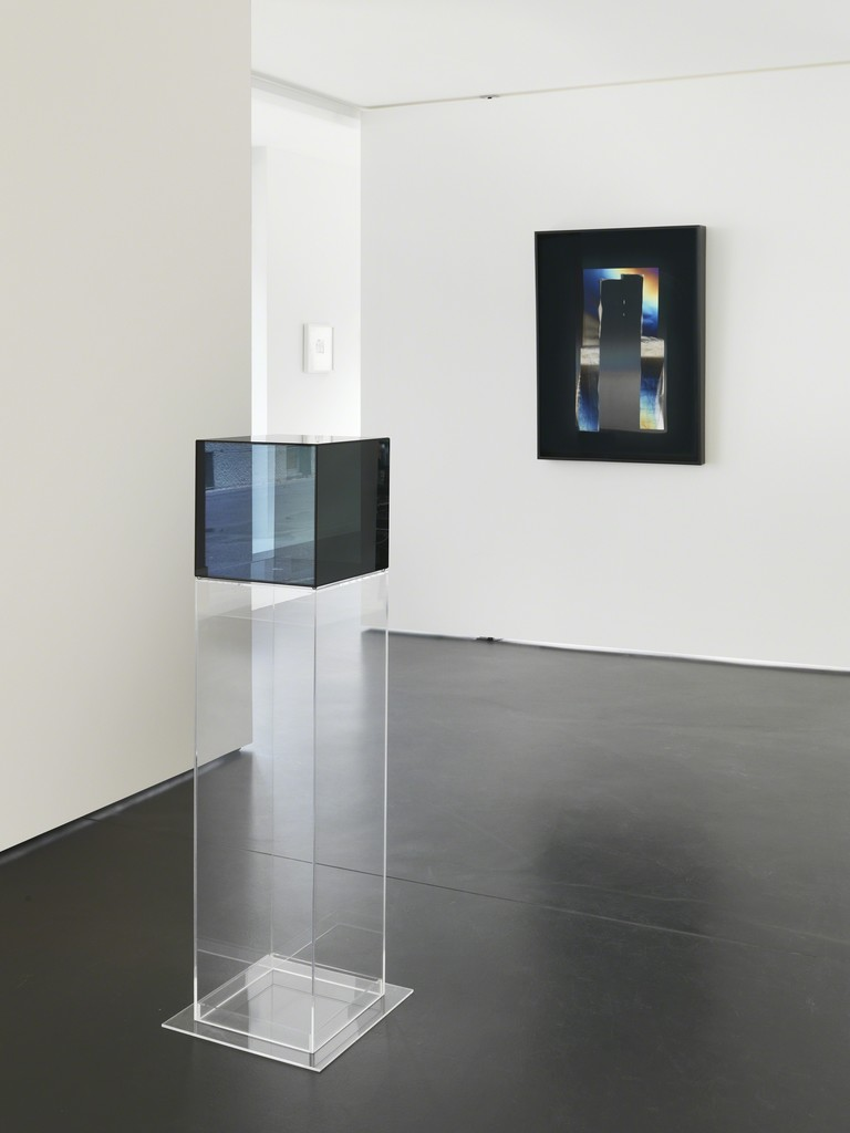 Installation View 4: Larry Bell 12 in. Cube #4, 2008; Mirage Work AAAAA92, 2007 (Photocredit Serge Hasenböhler, Basel)