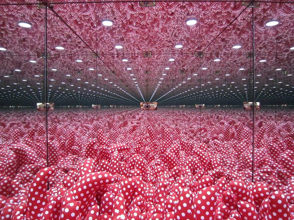 Znalezione obrazy dla zapytania mirrored room 1997