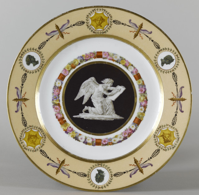 "Sèvres Porcelain Manufactory, 'Trois assiettes du service « fond nankin à figures » : L'Histoire (Three plates (part of service) ""fond nankin with figures:"" History)', 1802-1803, Château de Fontainebleau"