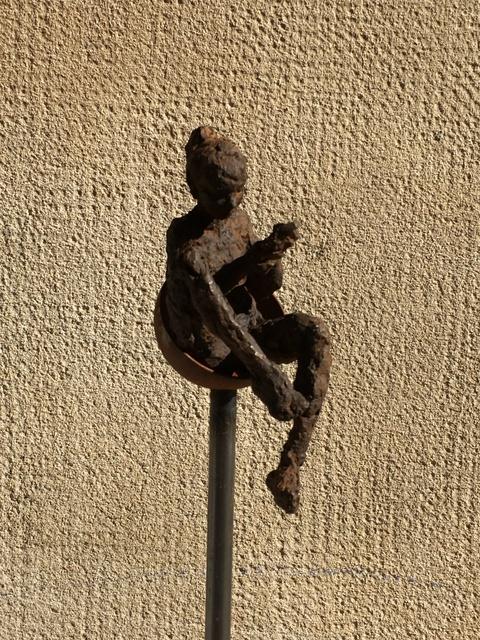 , 'Esperant resposta II,' , Anquins Galeria