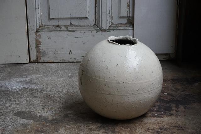 , '粉引丸壷小, Kohiki style round jar Large,' 1990, Kami ya Co., Ltd.