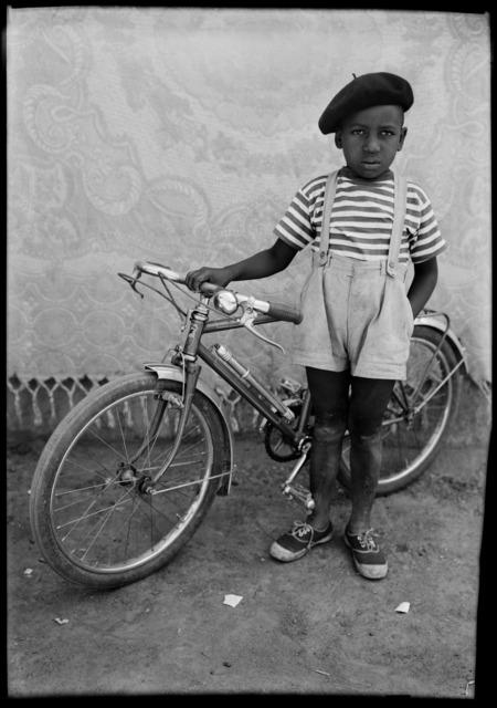 Seydou Keïta, 'Untitled portrait', 1950s, Danziger Gallery