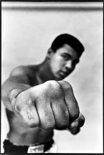 Thomas Hoepker, 'Muhammad Ali showing off his right fist', 1966, Arte Fundamental