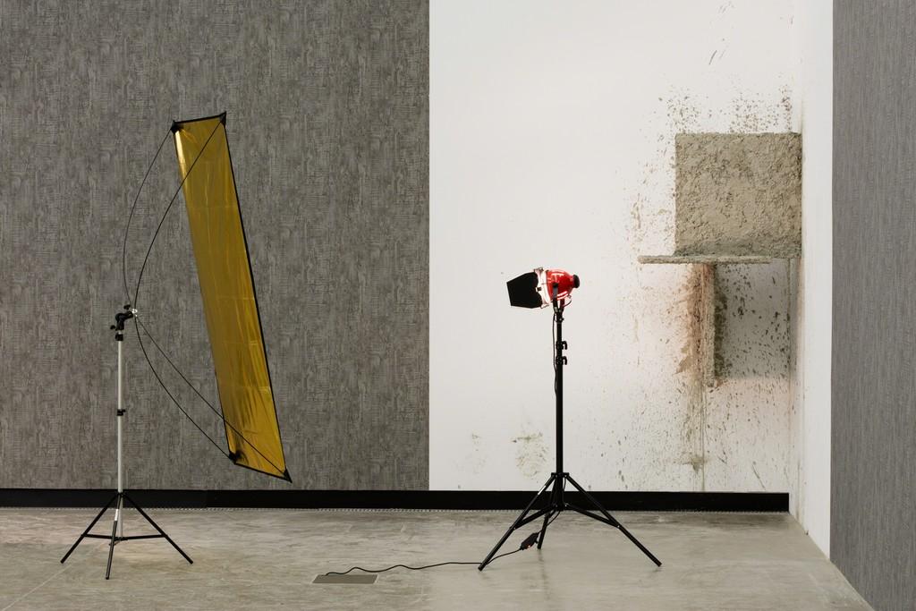 Installation view: Béton, Kunsthalle Wien 2016, Foto: Stephan Wyckoff: David Maljković, A Long Day for the Form, 2012, Courtesy der Künstler und Metro Pictures, New York