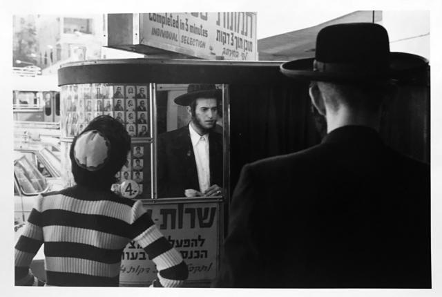 , 'Photo Booth, Jerusalem, Israël ,' 1972, 99Prints