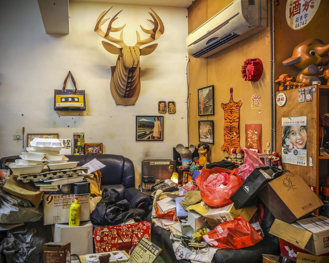 Yu-Hsiu HUANG, 'Hoarders - 14 囤積者 - 14', 2018, Photography, 藝術微噴 archival pigment print, Der-Horng Art Gallery