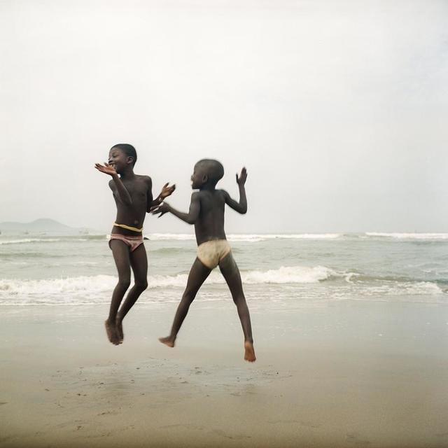 , 'Deux sœurs sur une plage d'Apam, Ghana,' 2012, Galerie Peter Sillem