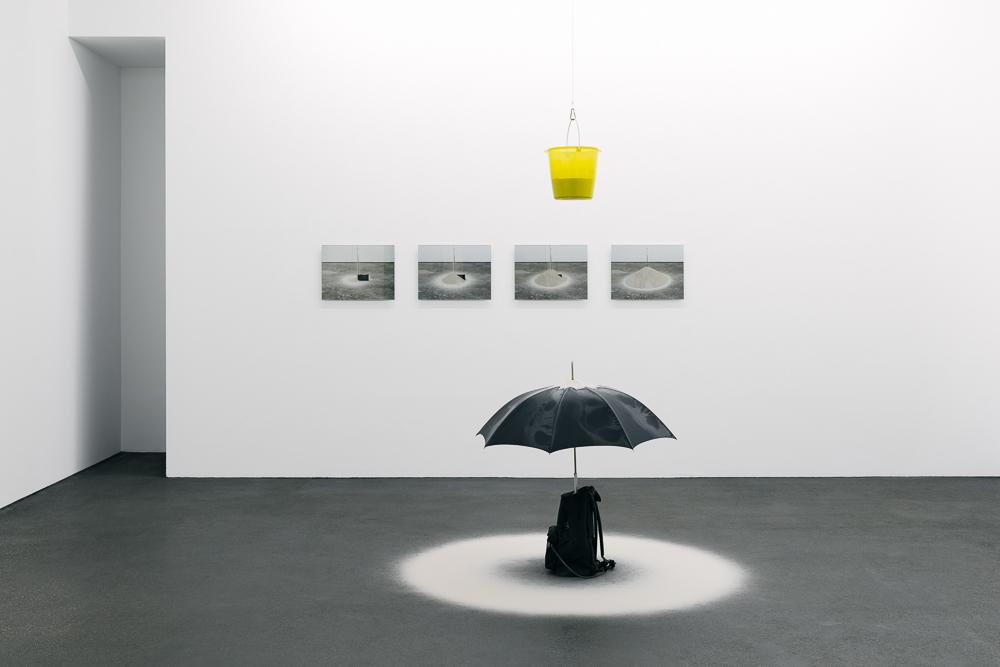 Roman Signer »Arbeiten mit Sand« | Photo: Wolfgang Stahl