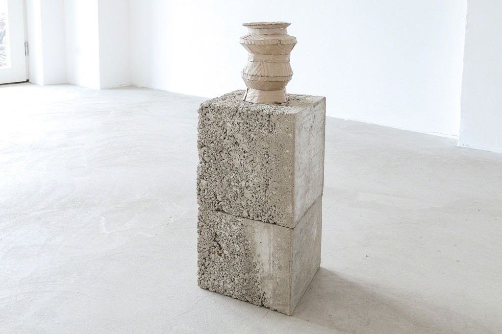 exhibition view Selma Weber: card board pottery on concrete, 2018 | ©das_esszimmer