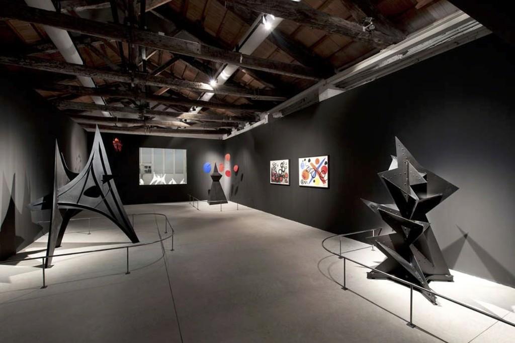 "Installation view, ""Frammenti Expo '67 Alexander Calder,"" Fondazione Vedova, Venice, 2015. Photo: Vittorio Pavan"