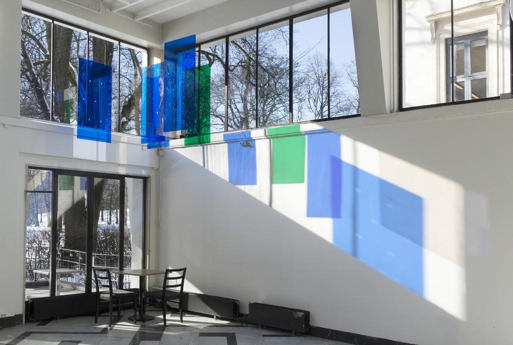 kortstokk blå/grønn, 2000, plexiglas, variable dimensions, image courtesy of Kunstnernes Hus, photo: Christina Leithe Hansen