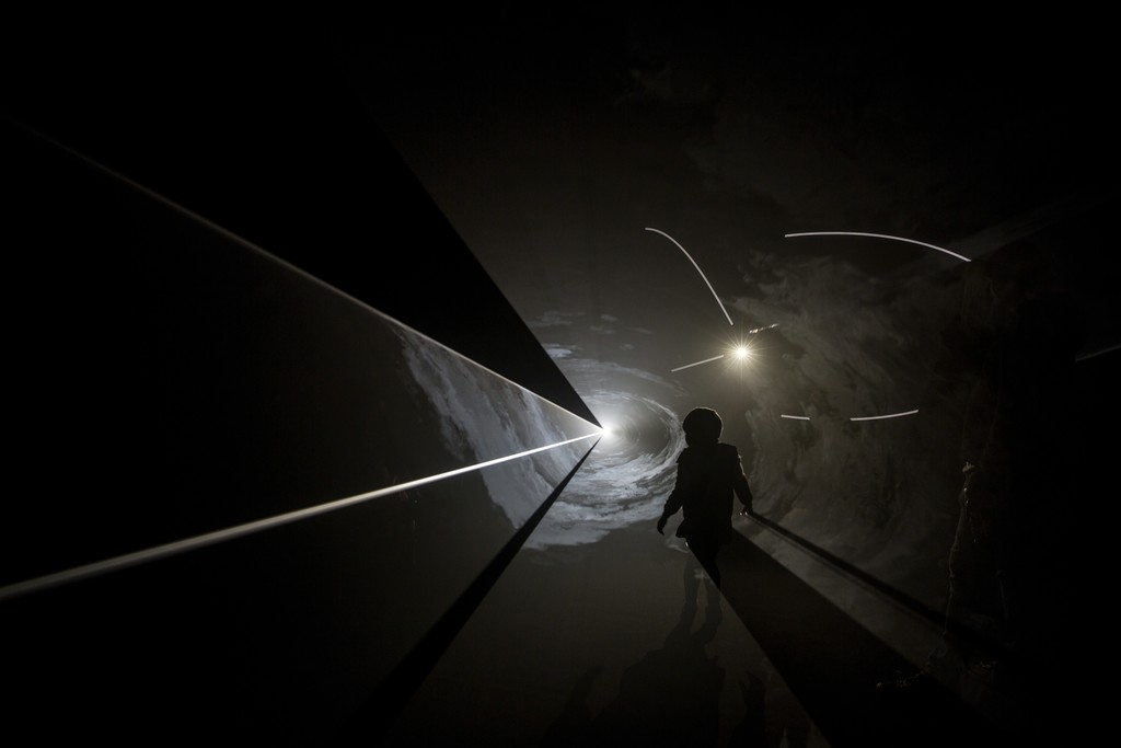 Anthony McCall, Face to Face IV, 2013.