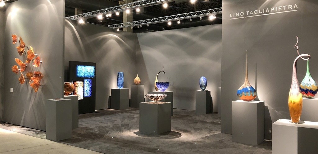 Schantz Galleries presents Lino Tagliapietra at SOFA Chicago! Just finished setting up the show, and it looks fantastic!