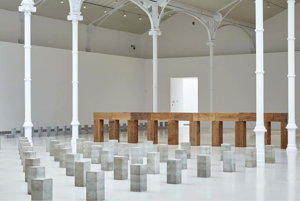 "Exhibition view. ""Carl Andre. Sculpture as Place, 1958-2010,"" 2015. Fotografía: Joaquín Cortés/Román Lores"