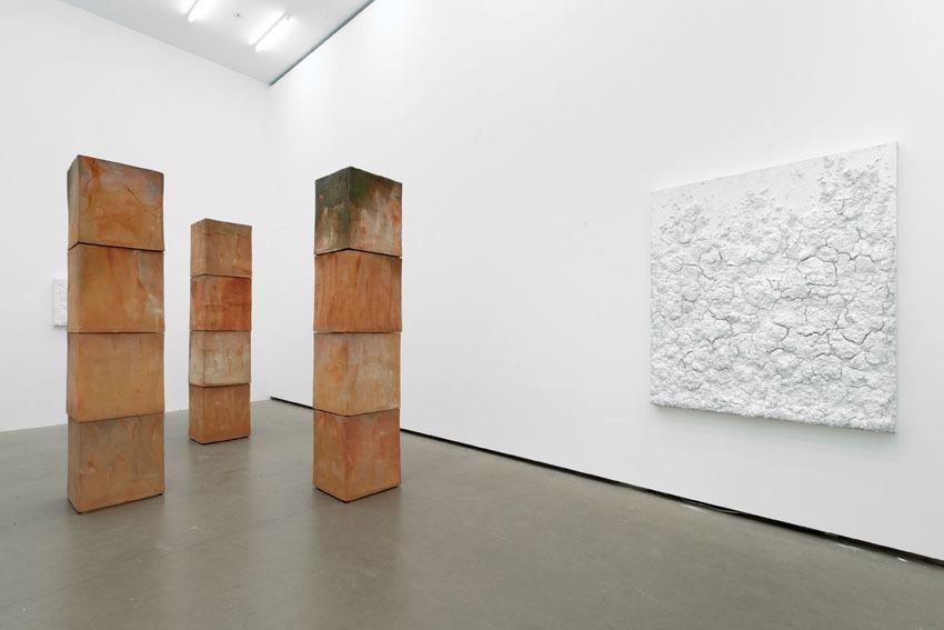 Cubes, Installation view, Galerie EIGEN + ART Berlin, Photo: Uwe Walter, Berlin
