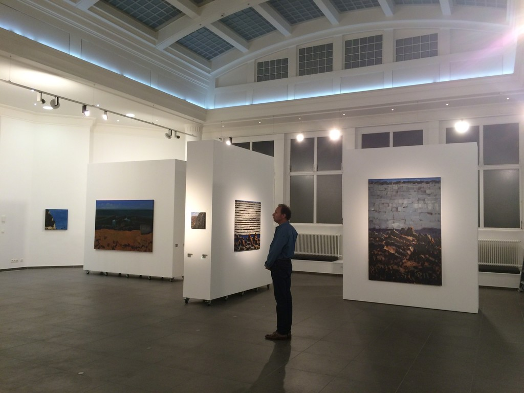 "The artist is the exhibition space, with ""Brisées"" (left, 2015, Oil on canvas, 130x195cm) and ""Enfouie"" (right, 2015, oil on canvas, 195x130cm)"